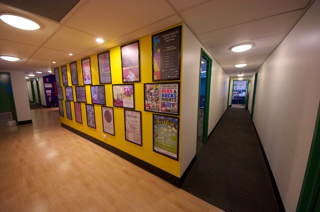 https://www.blueskyconsultancy.com/assets/uploads/university/campus/1521618028-Hallway.jpg
