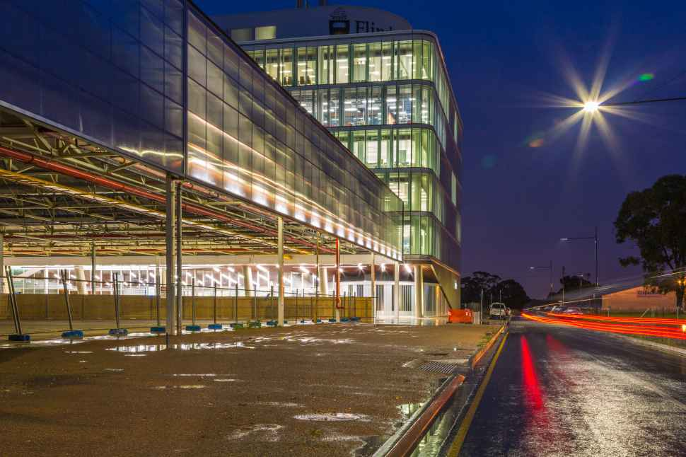 https://www.blueskyconsultancy.com/assets/uploads/university/campus/1553583927-tonsley-building-night.jpg
